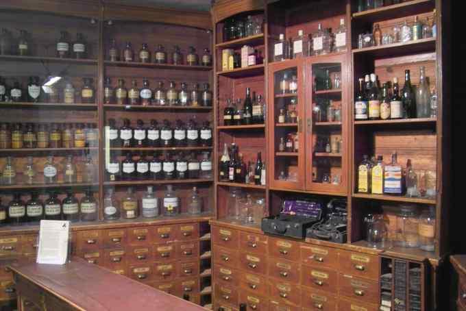 zwischending zwischen apotheke und drogerie
