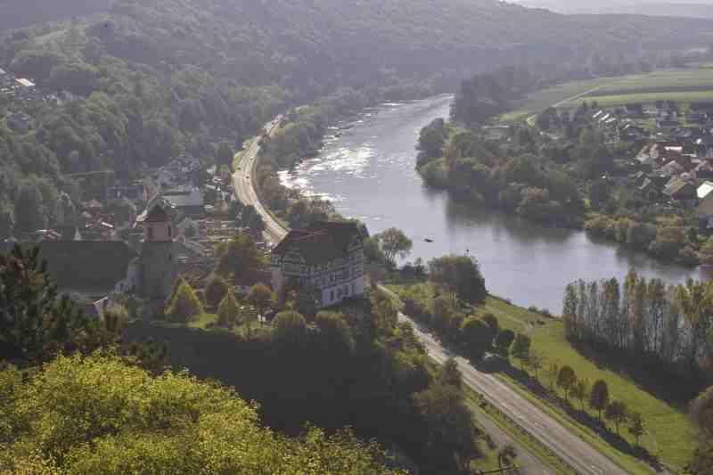 Ort Homburg mit dem Felsen und dem Schloss